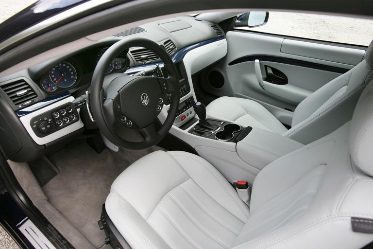 Maserati GranTurismo interieur voorin