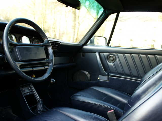 Porsche 911 Carrera 3.2 dashboard