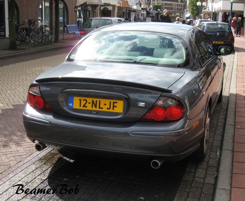 Jaguar S-type R achterkant