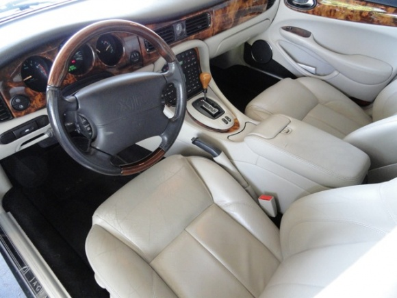 2001_Jaguar_XJR_Supercharged_Interior