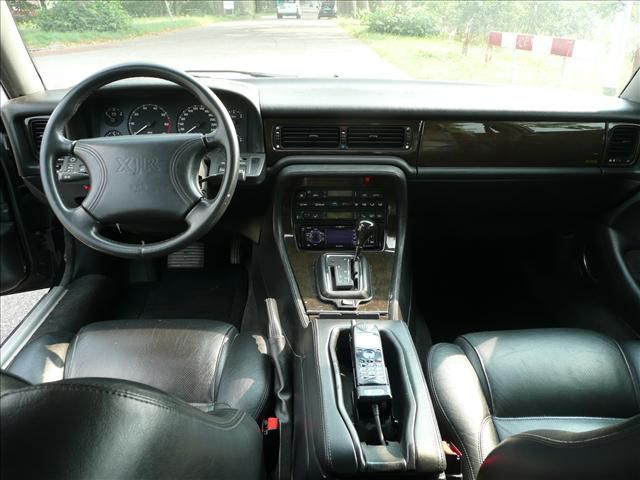 jaguar-xjr-dashboard