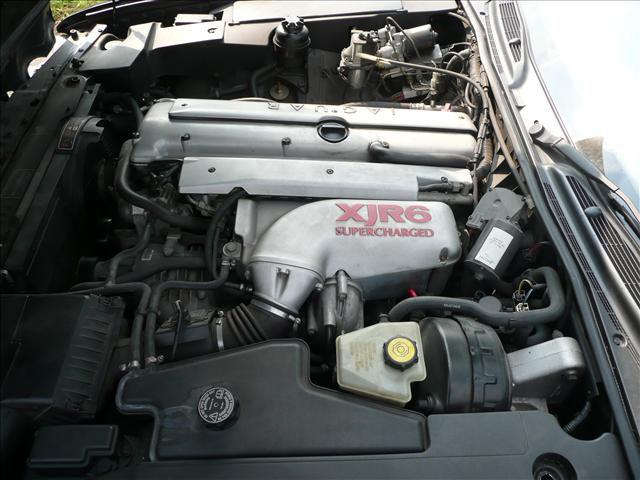 jaguar-xjr-motor